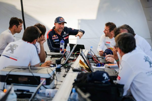 SILK WAY RALLY 2016 PETERHANSEL et LOEB en debriefing.