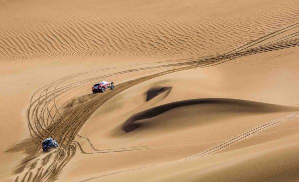 SILK WAY RALLY 2016 PEUGEOT et MINI dans les dunes entre ALASHAN et WUHA