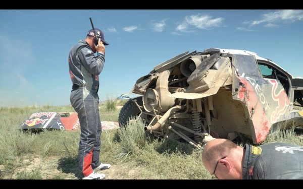 SILK-WAY-RALLY-2016-Stephane-PETERHANSEL-apres-son-crash-le-mercredi-13-Juillet-entre-ASTANA-et-BALKASH