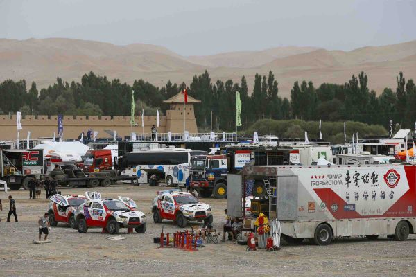 SILK WAY RALLY 20216 - Le bivouac a DUNHUANG