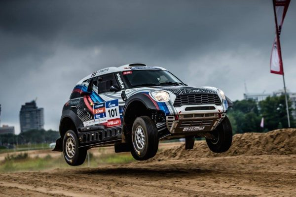 SILK-WAY-RZALLY-2016-SUPER-SPECIALE-A-KAZAN-La-MINI-X-RAID-de-VASILYEV