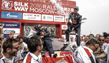 SOLK-WAY-RALLY-2016-Le-bonheur-du-vainueur-CYRIL-DESPRES-sur-le-podium-du-stade-Olympique-a-PEKIN-le-24-juillet