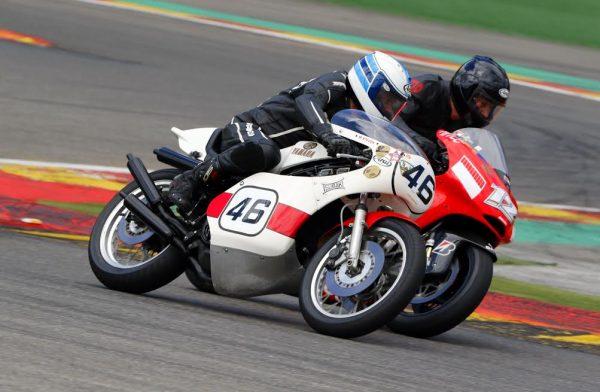 SPA-BIKERS-CLASSIC-2016-Bernard-ANSIAU-sur-une-Yamaha-en-duel-avec-la-Ducati-ex-Stoner-©-Manfred-GIET