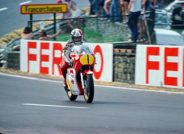 SPA-BIKERS-CLASSIC-2016-Giacomo-AGOSTINI-GP-Belgique-1976-sur-Suzuki-©-Manfred-GIET-
