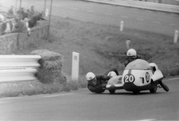 SPA-BIKERS-CLASSIC-2016-Les-Sudecaristes-ENDERS-ENGELHARDT-Champions-du-monde-1973-...-Manfred-GIET.
