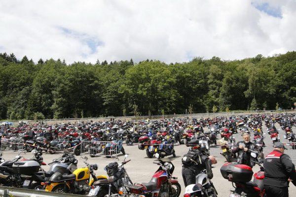 SPA BIKERS CLASSIC 2016 - Voilà à quoi ressemblaient les parkings motos à Spa-© Manfred GIET.