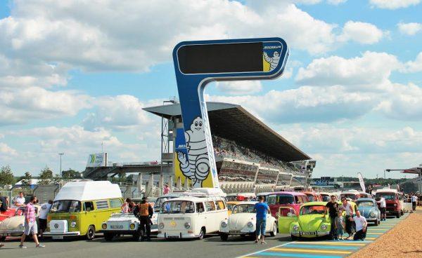 SUPER-VW-FESTIVAL-La-preparation-pour-la-grande-parade.-Photo-Emmanuel-LEROUX.