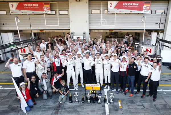 WEC 2016 NURBURGRING - Les pilotes PORSCHE N°1 sur le podium fetent la victoire.