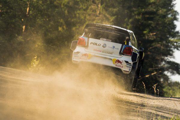 WRC 2016 FINLANDE La VW POLO WRC de SEB OGIER AVANT sa sortie de route.j