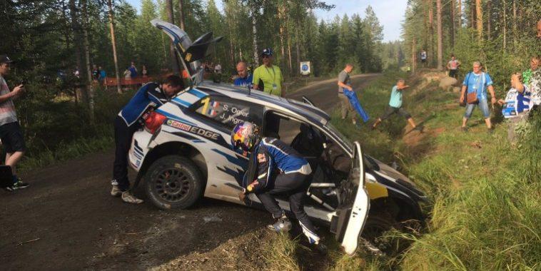 WRC 2016 FINLANDE La VW POLO WRC de Seb OGIER DANS LE FOSSE vendredi 29 juillet