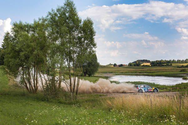 WRC-2016-POLOGNE-La-VW-POLO-WRC-de-ANDREAS-MIKKELSEN.