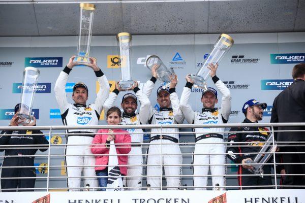 24 HEURES NURBURGRING 2016 Les vainqueurs sur le podium.