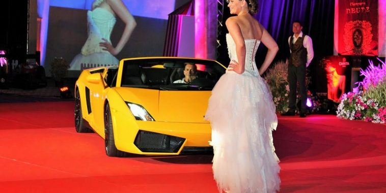 Concours de La Baules - Magnifique mannequin et Supercar...-Photo Emmanuel LEROUX.