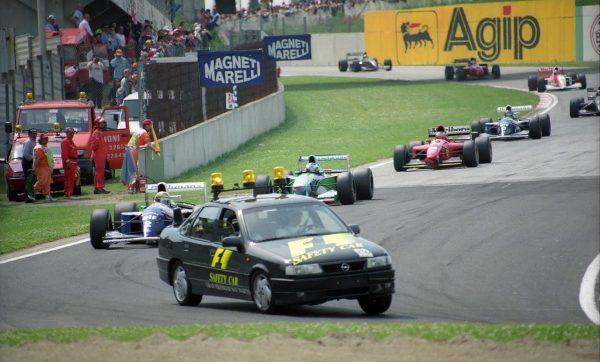 F1 1994-Imola-au sinistre GP de San marino une modeste OPEL Vectra sert de Safety Car-© Manfred GIET