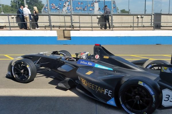 FORMULA-E-2016-2017-Jean-Eric-VERGNE-bat-le-record-de-la-piste-de-DONINGTON-lors-de-la-seconde-journée-des-tests-le-24-août.
