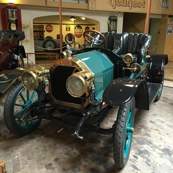 MUSEE-AVENTURE-PEUGEOT-Type-125-Runabout-2-Bacquets-de-1910-Photo-Autonewsinfo