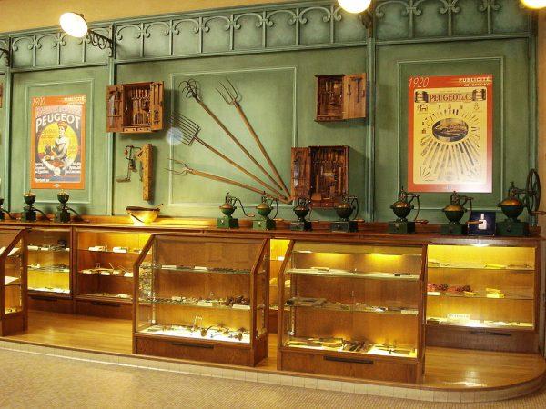 MUSEE PEUGEOT - Le Hall des outils PEUGEOT