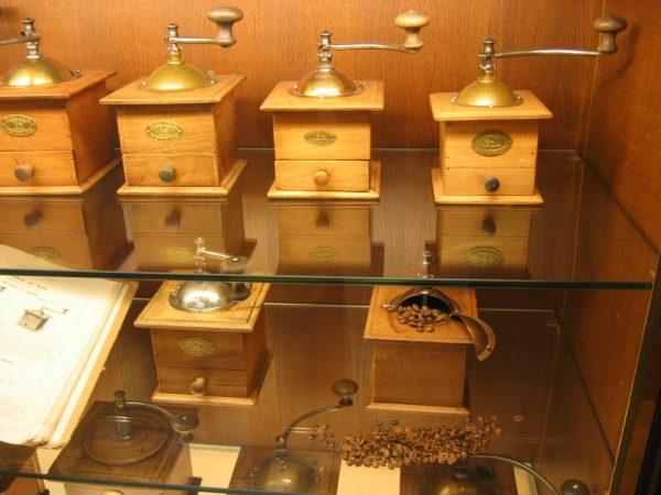 MUSEE PEUGEOT - Les celebres moulins à café PEUGEOT Fréres