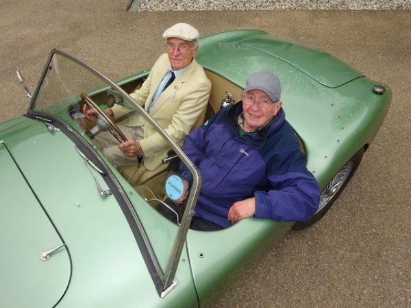 John Turner au Volant et John Deveson
