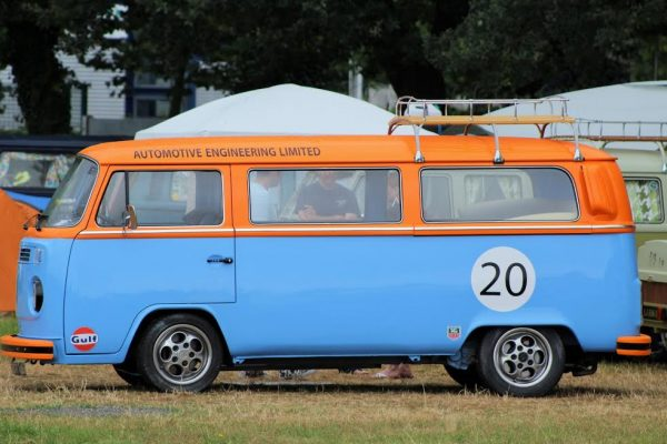 SUPER-VW-FESTIVAL-2016-Un-combi-aux-celebres-couleurs-GULF-Photo-Emmanuel-LEROUX.j