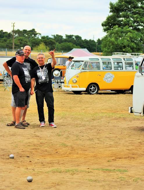 SUPER-VW-FSTIVAL-2016-Les-vainqueurs-du-concours-de-boules.-Photo-Emmanuel-LEROUX