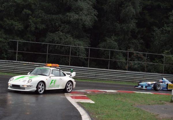 Safety-Car-Porsche-911-GT-2-au-GP-de-Belgique-1995-pilotée-par-le-régional-Marc-DUEZ-©-Manfred-GIET