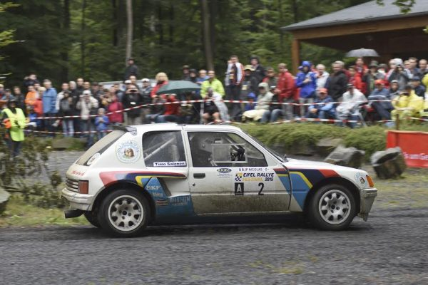 VOSGES-RALLY-HISTORIC-2016-LA-205-Turbo-16-de-Timo-SALONEN-ici-a-lEIFEL-Rally-sera-bien-présente