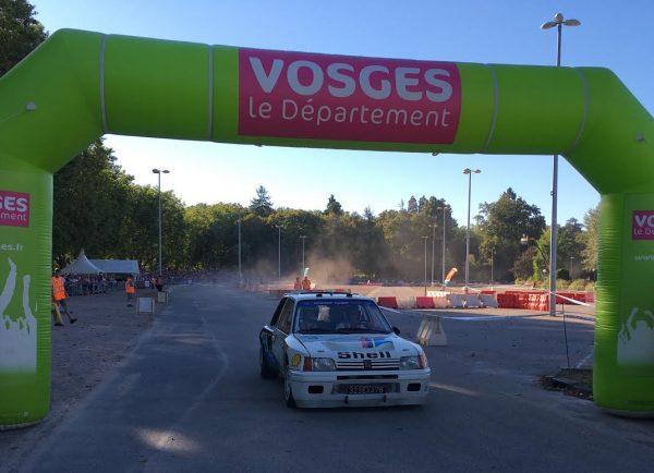 VOSGES-RALLYE-FESTIVAL-2016-Fin-du-RÊVE-POUR-DAMIEN-JACQUOT-dANS-la-205-T16-a-coté-de-son-pilote-TIMO-SALONEN-Photo-Autonewsinfo.jpg