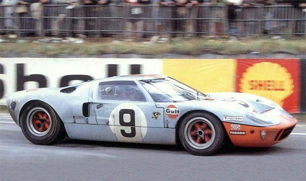 24 HEURES du MANS 1968 - La Ford-GT40 victorieuse avec Pedro RODRIGUEZ et Lucien BIANCHI.j