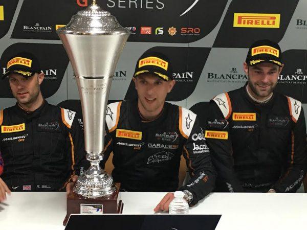 BLANCPAIN 2016 - PAUL RICARD - Le trio vainqueur Rob BELL -Come LEDOGAR et Shane VAN GISBERGEN - Photo Autonewsinfo.