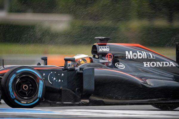 F1 2016 PAUL RICARD - Essai Pneumatiques PIRELLI -STOFFEL VANDOORNE Team McLAREN-HONDA - mardi 26 Janvier - Photo Antoine CAMBLOR