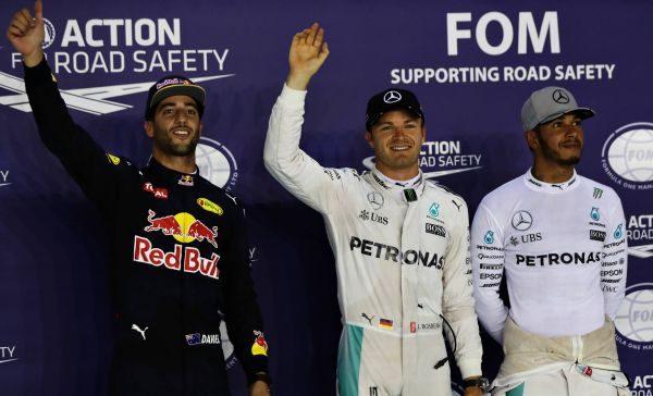 F1-2016-SINGAPOUR-Nico-ROSBERG-poleman-devant-RICCIARDO-et-HAMILTON.