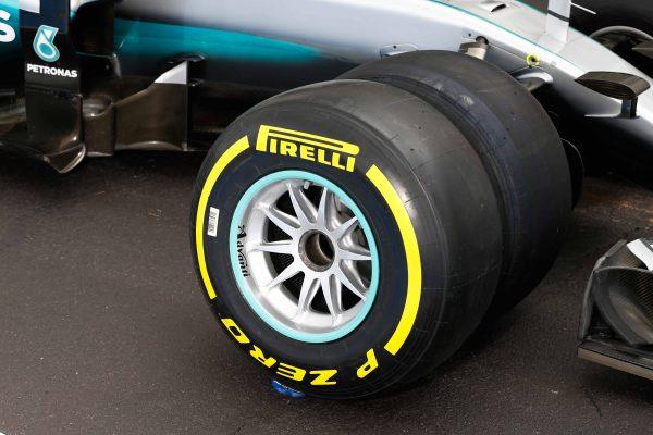 F1 2017 - LES TESTS DES PNEUMATIQUES 2017 PIRELLI SE POURSUIVENT EN FRANCE AVEC MERCEDES.