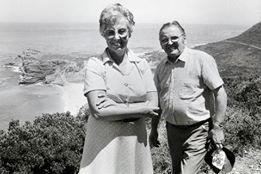 JEANNETTE-CHABAUD-ELF-avec-son-mari-au-CAP-de-BONNE-ESPERANCE-lors-du-GP-dAFRIQUE-du-Sud-1982-Photo-Bernard-ASSET