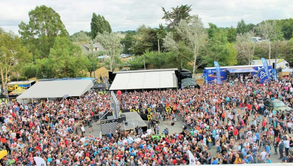 LOHEAC RX 2016- la foule s'empresse au pied du podium- photo Emmanuel LEROUX