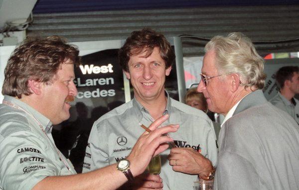 Mario ILIEN au centre avec les dirigeants de Mercedes Competition