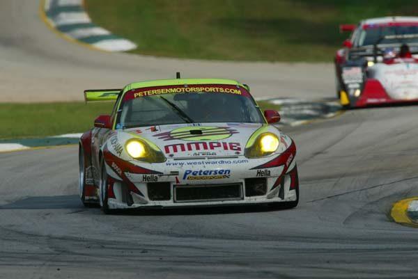 PETIT-LE-MANS-2001-La-PORSCHE-911-GT3-RS-de-Randy-Pobst-et-Johnny-Mowlen-du-Team-Petersen-Motorsports-termine-seconde