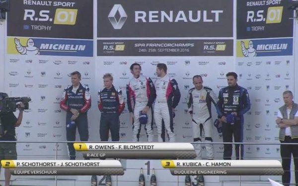 RENAULTRS-01-SPA-Le-podium-le-24-Septembre-avec-Robert-KUBICA-et-Christophe-HAMON-3éme.