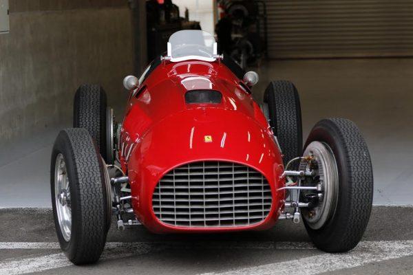 SPA-6-HEURES-2016-Superbe-Ferrari-375-V12-modèle-qui-remporta-le-1er-GP-avec-GONZALES-pour-lac-Scuderia-en-1951-©-Manfred-GIET-