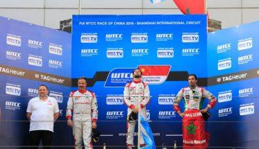 wtc-2016-shanghai-le-podium-de-la-seconde-course-triple-citroen-avec-jose-maria-lopez-yvan-muller-et-mehdi-bennani