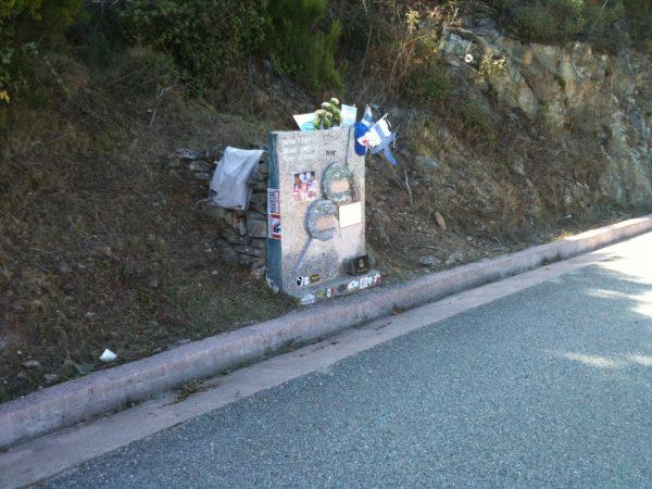 La stéle sur les lieux de l'accident mortel de TOIVONEN et CRESTO -Photo : Autonewsinfo