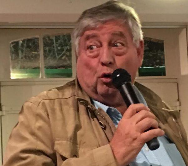 DAKAR-DANTAN-29-Octobre-2016-Reunion-en-Sologne-des-DAKARIENS-Jean-Michel-SINET-laviateur-qui-a-retrouvé-Thierry-SABINE-EN-çè-dans-le-desert-du-TENERE-explique-laventure-des-recherches.