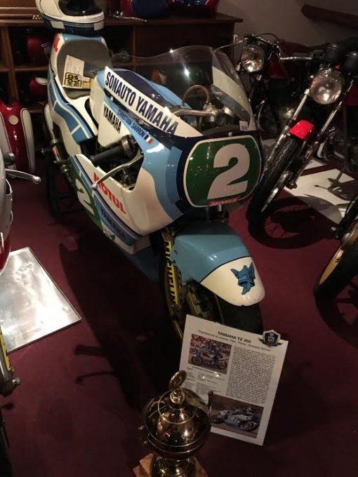 DAKAR-DANTAN-29-Octobre-2016-Reunion-en-Sologne-des-DAKARIENS-Lune-des-plus-belles-motos-la-YAMAHA-TZ-250cc-avec-laquelle-Christian-SARRON-a-été-sacé-CHAMPION-du-Monde-en-1984