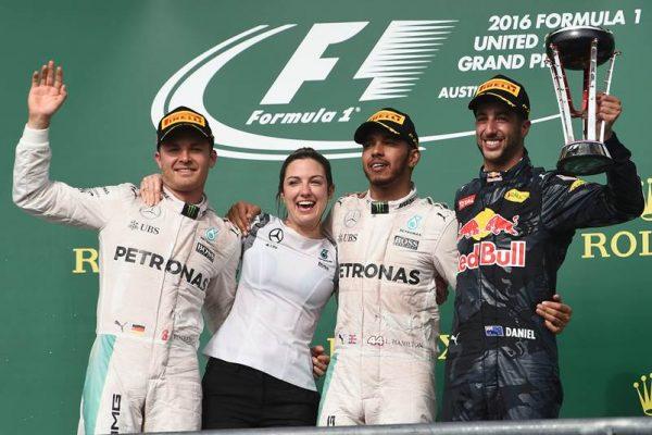 F1-2016-AUSTIN-Le-podium-avec-HAMILTON-vainqueur-devant-ROSBERG-et-RICCIARDO.j