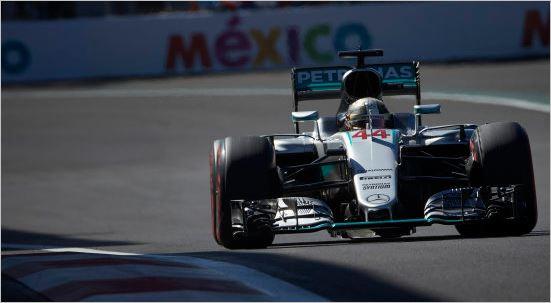F1-2016-MEXICO-La-MERCEDES-de-LEIS-HAMILTON- file vers sa 51 éme victoire en GP égalant Alain PROST