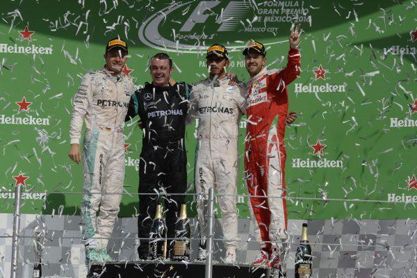 F1-2016-MEXICO-Le-podium-avec-HAMILTON-vainqueur-ROSBERG-et-VETTELle-30-octobre.