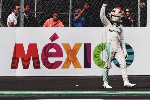 F1-2016-MEXICO-Lewis-HAMILTON-triomphe-et-remorte-son-51éme-GP-de-F1-ce-30-Octobre.