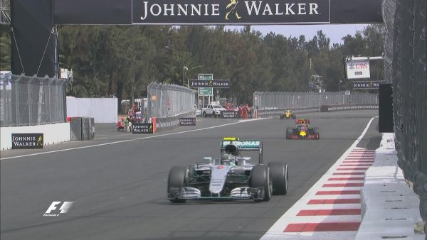 F1-2016-MEXICO-NICO-ROSBERG-devance-les-RED-BULL-RENAULT-de-VERSTAPPEN-et-RICCIARDO.j