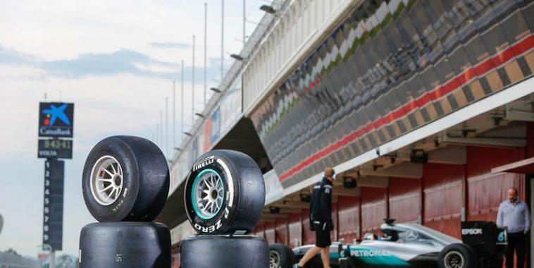 f1-2016-test-pirelli-sur-la-piste-de-catalunya-a-montmelo-les-11-et-12-octobre-avec-lecurie-mercefes-et-nico-rosberg