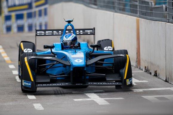 Sébastien Buemi réussit la passe de trois — Formule E